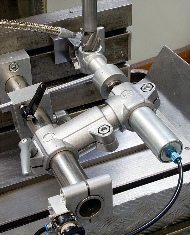 K0472 Kipp tube clamps, cross, aluminium